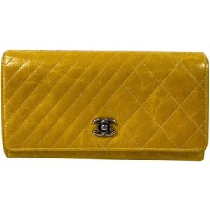 Chanel Aged Creasing Lambskin Yen Wallet